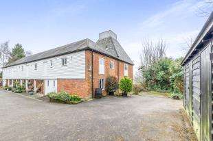 4 Bedrooms End Of Terrace House for sale in Rock Farm Oast, Gibbs Hill, Nettlestead, Maidstone