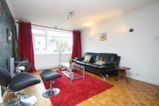 3 Bedrooms Flat for sale in Stanstead Manor, St. James Road, Sutton, Surrey