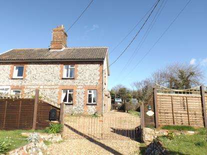 3 Bedrooms Semi Detached House for sale in Trimingham, Norwich, Norfolk