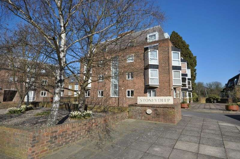 2 Bedrooms Flat for sale in Twickenham Road, Teddington