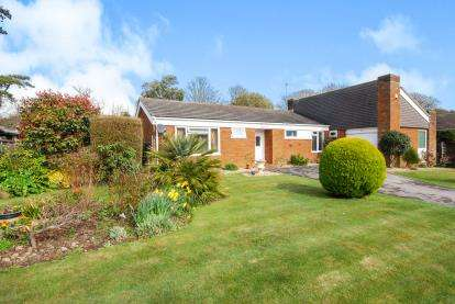 3 Bedrooms Bungalow for sale in Totland Bay, Isle Of Wight, Totland Bay