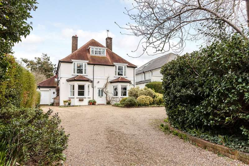 5 Bedrooms Detached House for sale in Long Ditton