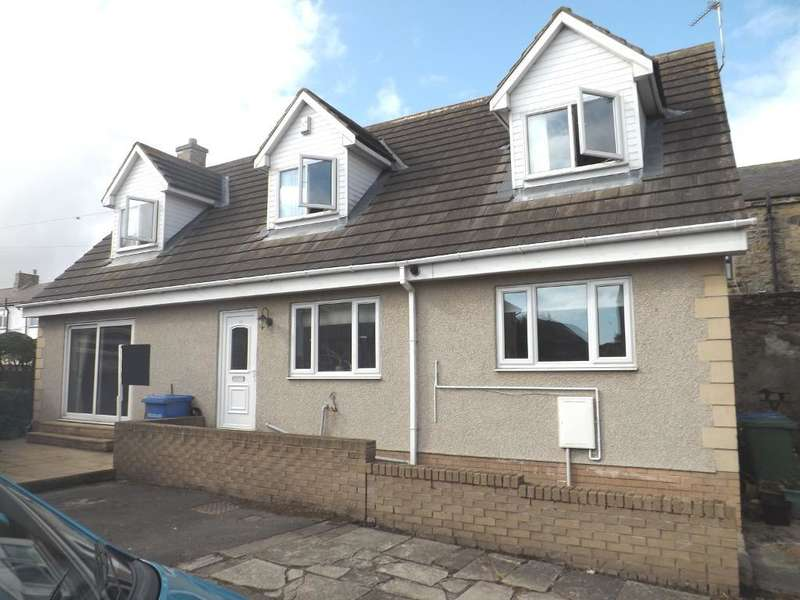 3 Bedrooms Bungalow for sale in Gibson Street, Amble, Morpeth, Northumberland, NE65 0LR
