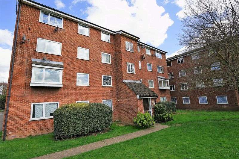 2 Bedrooms Flat for sale in Gurney Close, Barking
