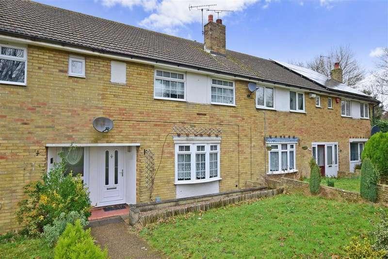 3 Bedrooms Terraced House for sale in Oak Tree Road, Ashford, Kent