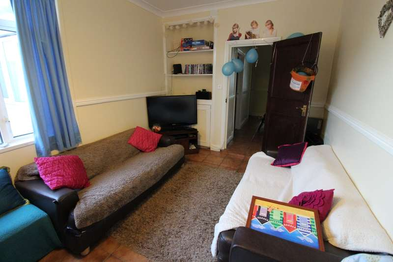 8 Bedrooms House for rent in Lisvane Street, Cathays, Cardiff