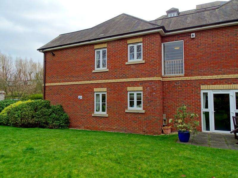 1 Bedroom Flat for sale in Golden Court, Isleworth