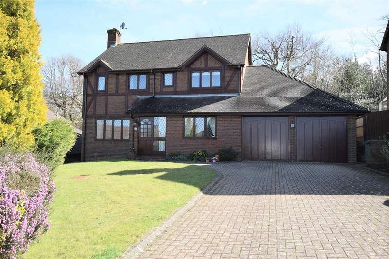 4 Bedrooms Detached House for sale in Starrs Mead, Battle