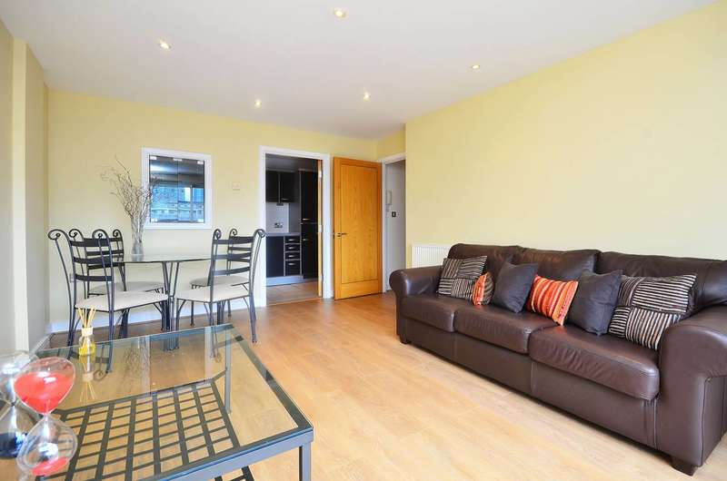 2 Bedrooms Flat for sale in Settlers Court, Canary Wharf, E14