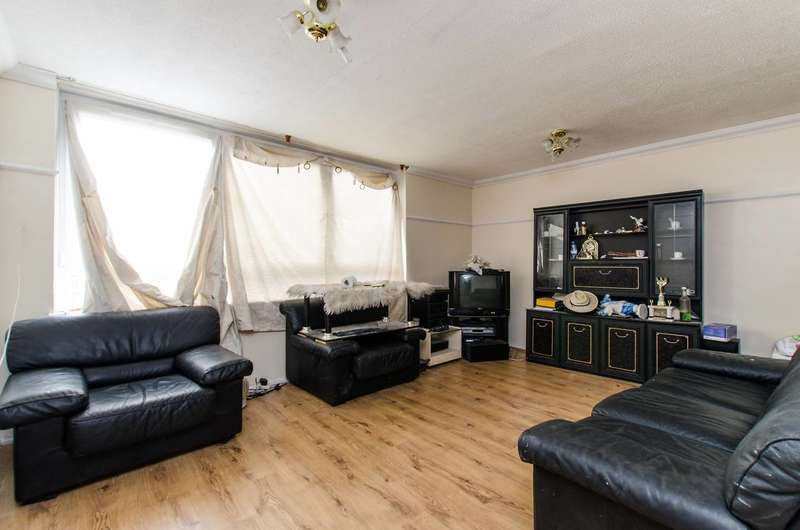 3 Bedrooms Flat for sale in Surrey Lane, Battersea, SW11