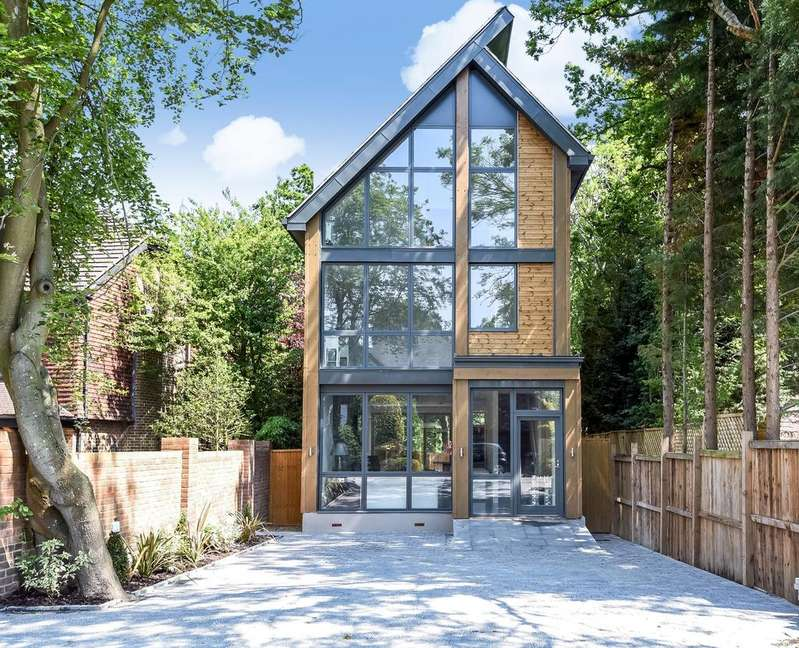 4 Bedrooms Detached House for sale in Oakwood Close Chislehurst BR7
