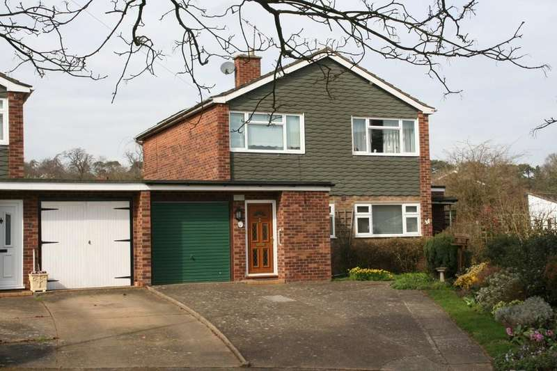 4 Bedrooms Link Detached House for sale in Westholme Close