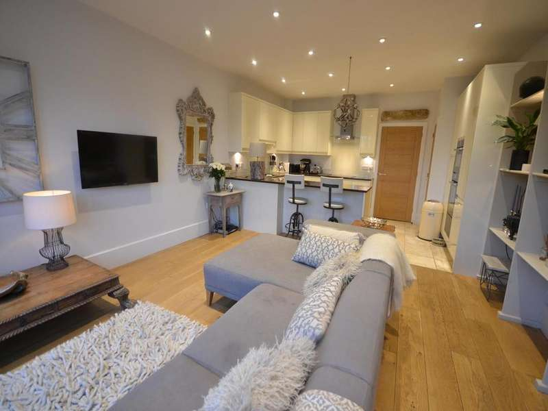 4 Bedrooms Town House for sale in Barnetson Place, Dunmow, Essex, CM6