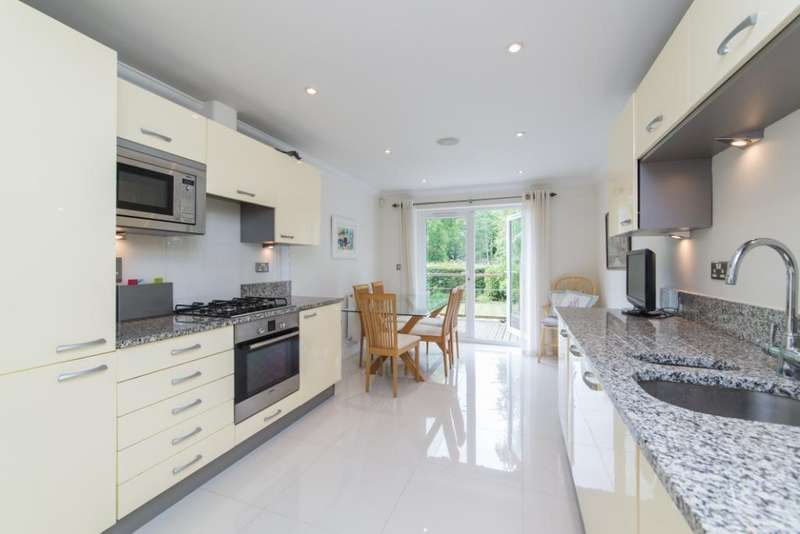 2 Bedrooms Flat for sale in Whittets Ait, Jessamy Road, Weybridge, KT13
