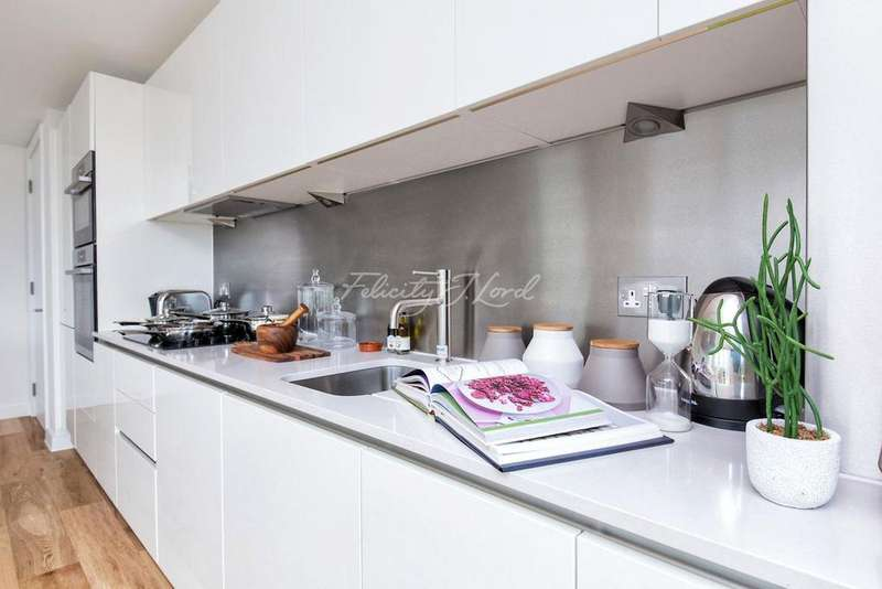 3 Bedrooms Flat for sale in Theatro Tower, Creek Road, SE8