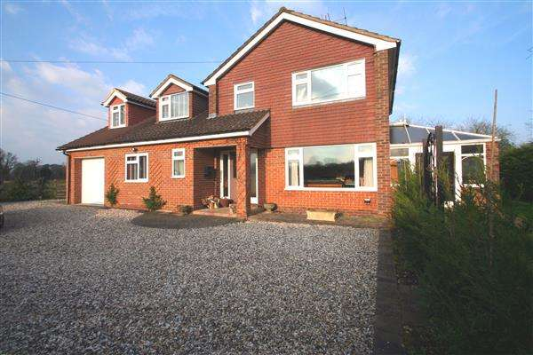 4 Bedrooms Detached House for sale in Stoney Heath, Ramsdell, Tadley, Hampshire