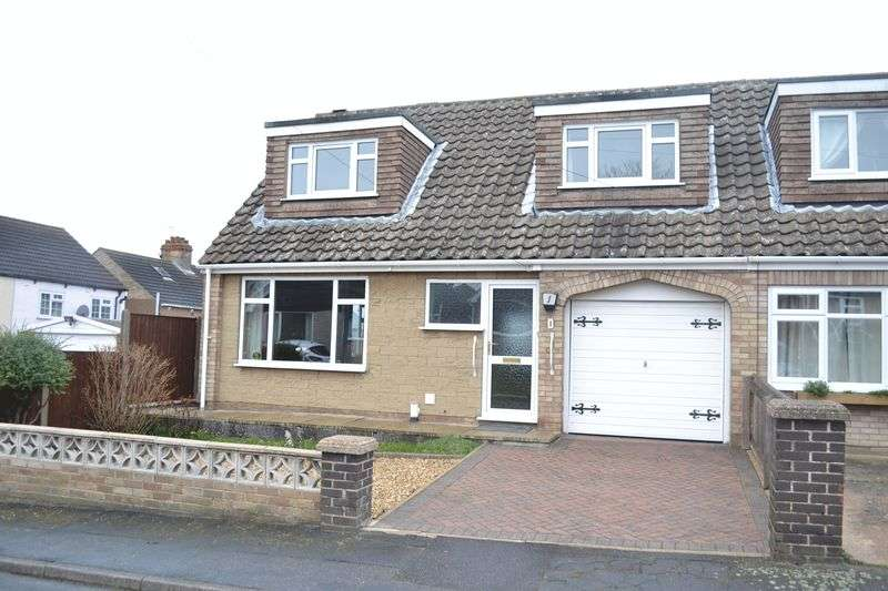 3 Bedrooms Semi Detached House for sale in Laburnum Close, Waltham