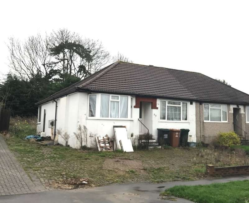 2 Bedrooms Bungalow for sale in Penrose Avenue, Watford, Hertfordshire, WD19 5AA