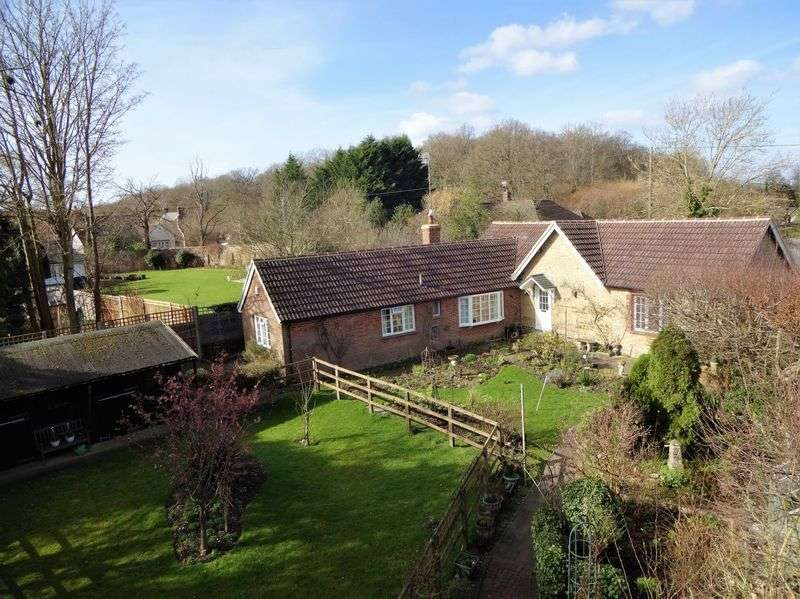 4 Bedrooms Detached Bungalow for sale in Frith End, Hampshire