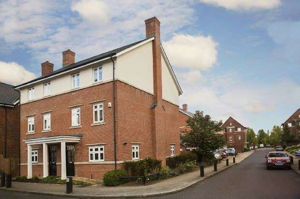 4 Bedrooms Town House for sale in Gabriels Square, Lower Earley, Reading