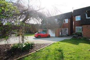 3 Bedrooms Semi Detached House for sale in Cold Waltham Lane, Burgess Hill, West Sussex