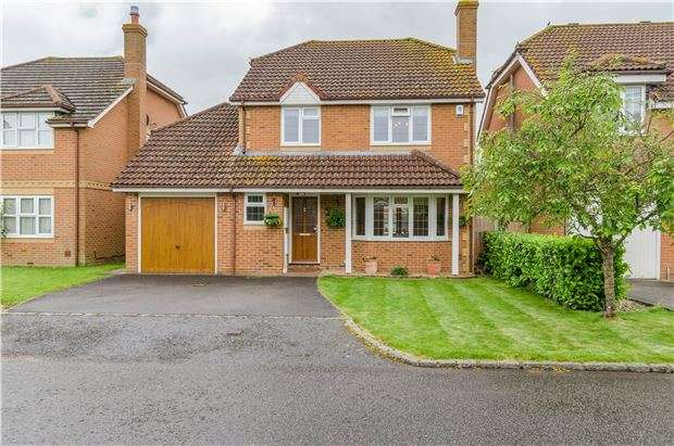 4 Bedrooms Detached House for sale in Quebec Close, Smallfield, Horley, Surrey, RH6 9QY