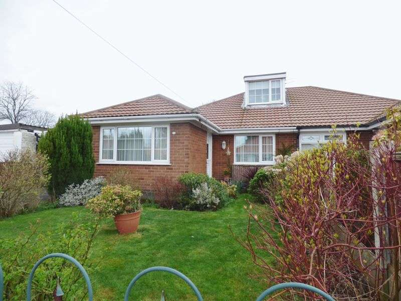 4 Bedrooms Semi Detached Bungalow for sale in Walsingham Road, Warrington