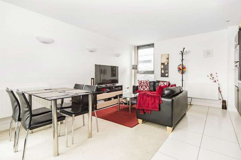 2 Bedrooms Flat for sale in ,