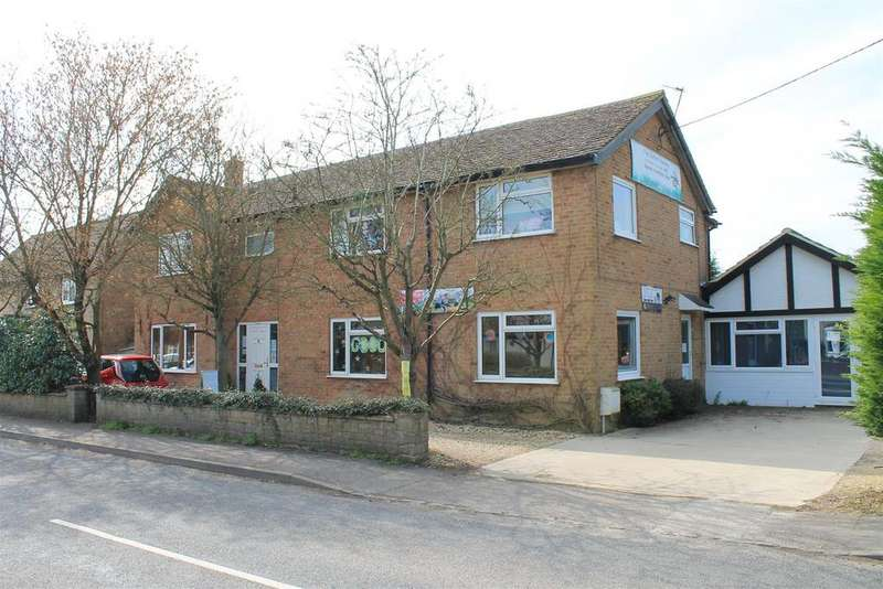 4 Bedrooms Detached House for sale in Witney Road, Eynsham, Witney