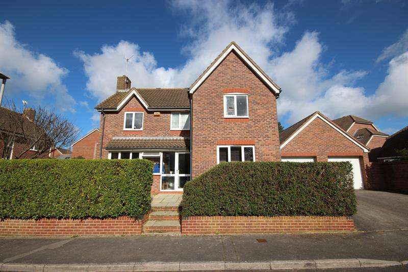 4 Bedrooms Detached House for sale in Cowslip Road, Broadstone