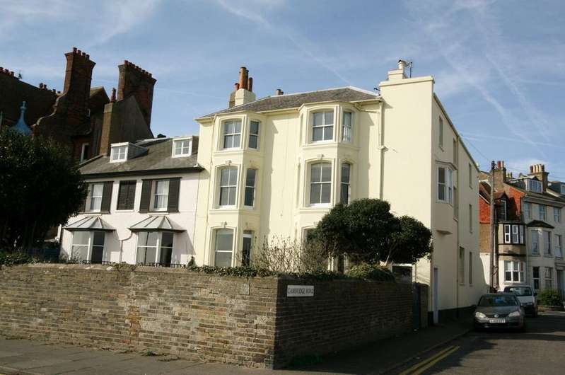 2 Bedrooms Apartment Flat for sale in The Beach, Walmer