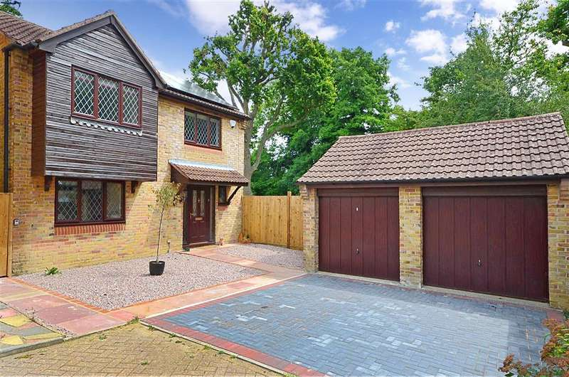 4 Bedrooms Detached House for sale in Camelot Close, Southwater, West Sussex