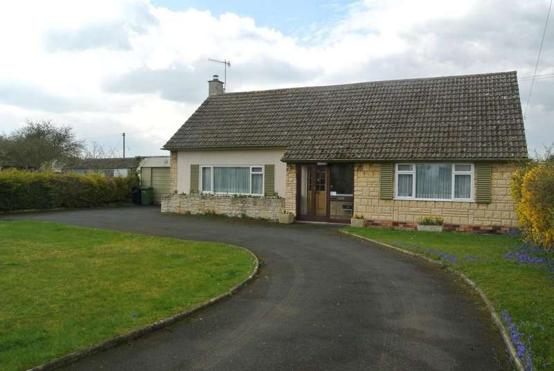 2 Bedrooms Detached Bungalow for sale in Cleeve Road, Middle Littleton