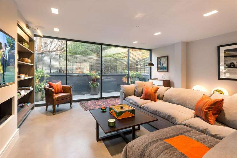 3 Bedrooms Flat for sale in Courtnell Street, Notting Hill, London
