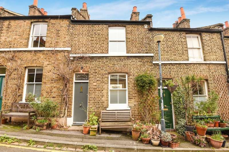 2 Bedrooms Terraced House for sale in Trinity Grove West Greenwich SE10