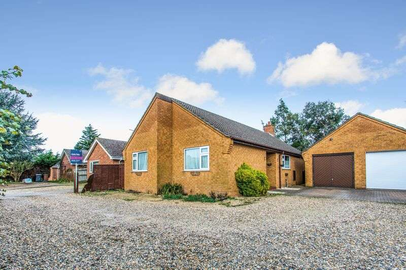 3 Bedrooms Detached Bungalow for sale in Laurel Close, Red Lodge, IP28 8LN