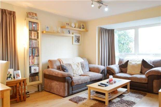 1 Bedroom Flat for sale in Carters Close, W PARK, Surrey, KT4 8QF