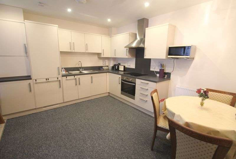 2 Bedrooms Flat for sale in Hawkinge, Folkestone