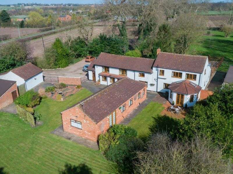 5 Bedrooms Detached House for sale in Station Road, Graizelound, DN9