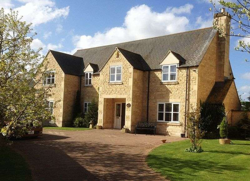5 Bedrooms Detached House for sale in Alston Court, Langtoft, Peterborough