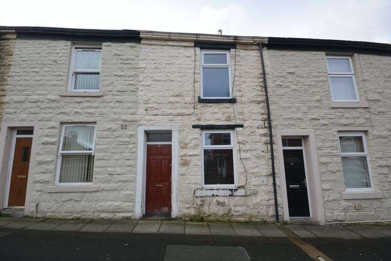 2 Bedrooms Terraced House for sale in Queen Street, Clayton Le Moors