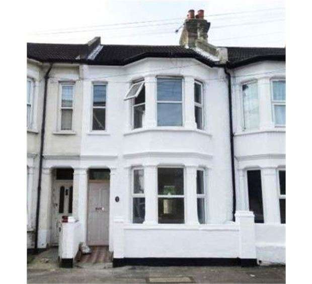 3 Bedrooms Terraced House for sale in Beresford Road, Southend on sea, SS1 2TW