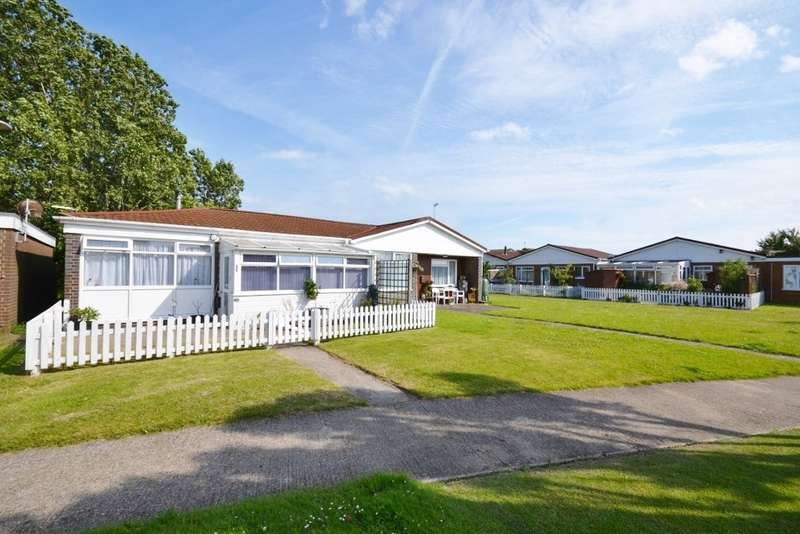 3 Bedrooms Bungalow for sale in Lundy Walk, Eastbourne, BN23