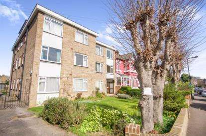 2 Bedrooms Flat for sale in 267 Hainault Road, London