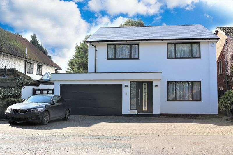 4 Bedrooms Detached House for sale in Traps Hill, Loughton