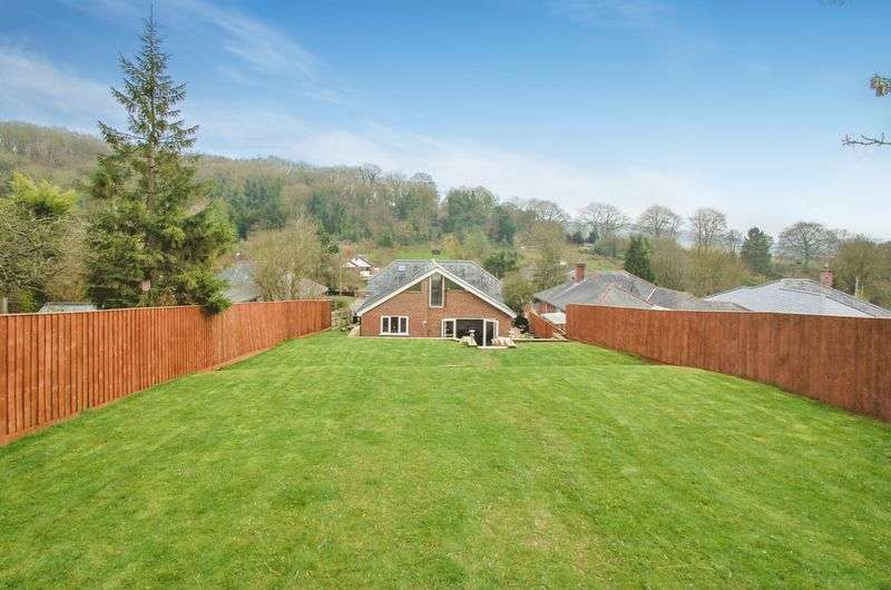 4 Bedrooms Detached House for sale in Cryers Hill