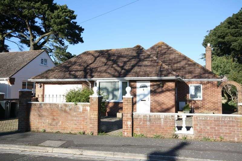 2 Bedrooms Detached Bungalow for sale in Pinehurst Avenue, Christchurch