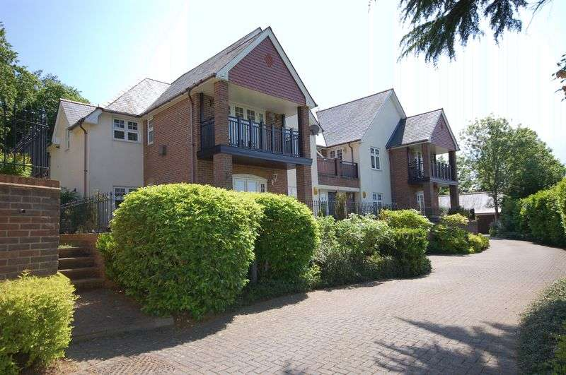 2 Bedrooms Flat for sale in Station Approach, Chorleywood, WD3 5NF