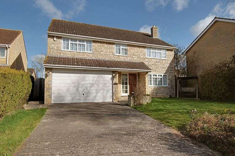3 Bedrooms Detached House for sale in Balmoral Road, Trowbridge