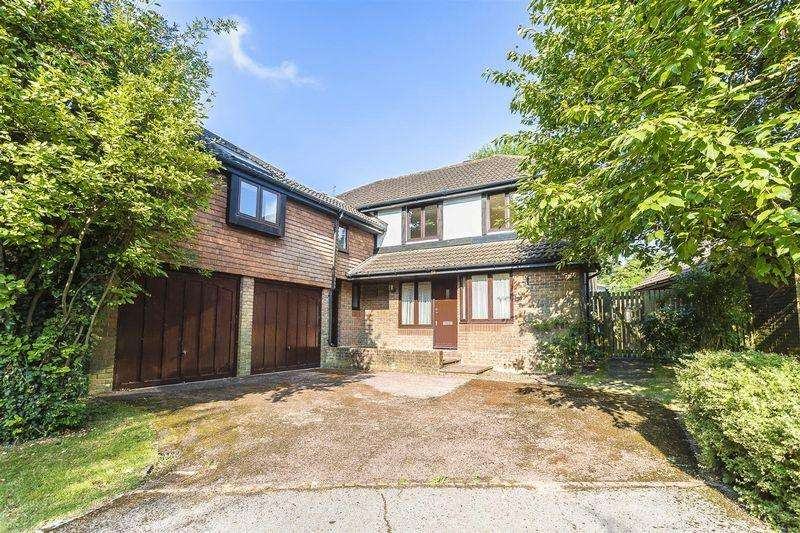 5 Bedrooms Detached House for sale in Russell Hill Road, West Purley